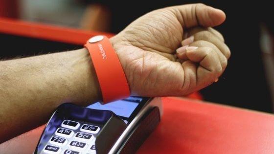 bracelet cashless tourisme