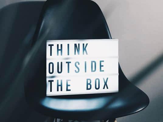 image-think-outside-the-box-strategie-reseaux-sociaux