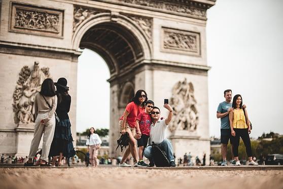 coronavirus -touristes-chinois-arc-de-triomphe
