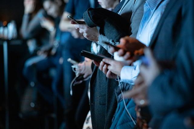 Téléphones- réseaux sociaux- japonais